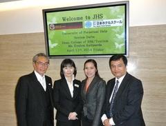 左から、石塚校長、井口先生、アンチポーダ学部長、出張氏