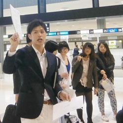 出発の様子~成田空港にて