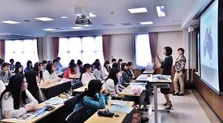 吉浦先生、Ai Lin先生によるホームスグレンのプレゼンテーション