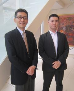 左:在学時の担任 黒須先生 右:塚越さん