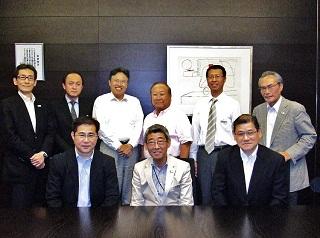 同窓会幹部会議に出席した9名