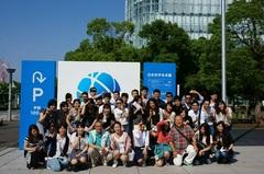 日本未来科学館前にて記念撮影