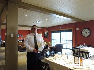 Lakeside Dining Hall 在学中に大学内のレストランでサービス演習もできます。(Paul Smith's College)