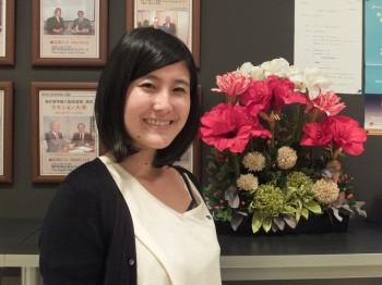 マレーシアのペナンにある高級リゾートホテル「シャングリ・ラ ラササヤンリゾート&スパ ペナン」に勤務する卒業生の橋本久美さん
