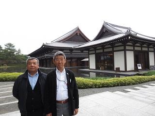 左から、宮越惣一北海道支部長(1974年卒業)、中島宣由紀同窓会長(1974年卒)