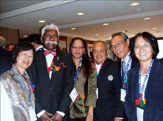 開会式でインド、台湾、グアムからの参加者の皆さんと一緒に