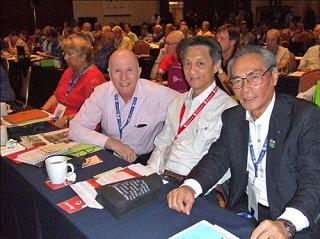 総会で台湾、シンガポール代表の方々と一緒に
