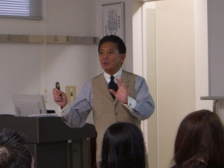 講義を行う矢島様