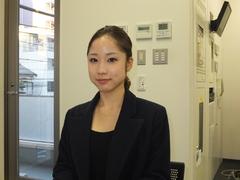 衣装スタイリストとして活躍する井上歩子さん