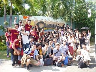 スービック(ルソン島)を観光した際の学生たちの集合写真