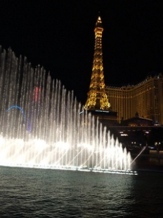噴水ショーと光るタワー