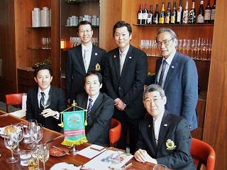 記念写真 【前列左】 長谷川大地さん(2007年卒業)