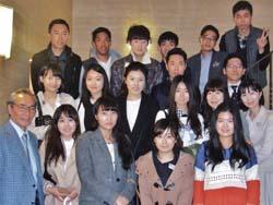 集合写真に写る外国人留学生たち