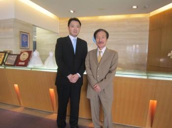卒業生の合田さん(左)と在籍時の担任 水澤先生(右)