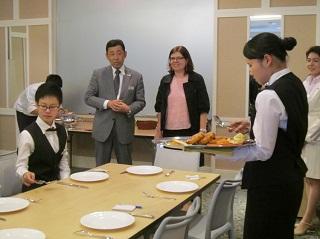 料飲宴集会実務の授業を見学
