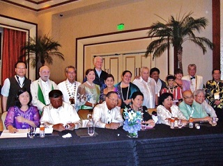 ガラディナ(晩餐会)に臨む各国からの役員参加者