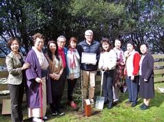 スカイライン・ロトルアの植樹プログラムでの集合写真