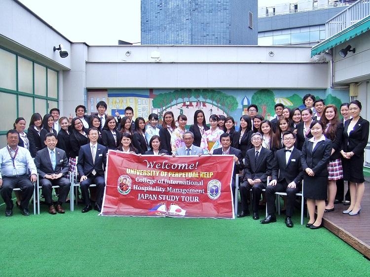 『日本スタディ・ツアー』の参加者の集合写真