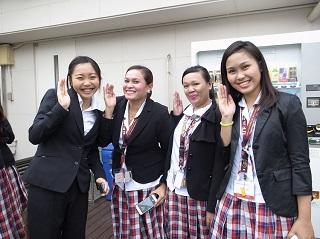 UPHの学生と交流を深めるYSCJメンバー