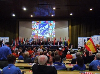 開会式の様子 参加国の国旗パレード