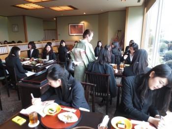東京ベイ舞浜ホテル クラブリゾート/日本料理「行庵」での和食体験の様子