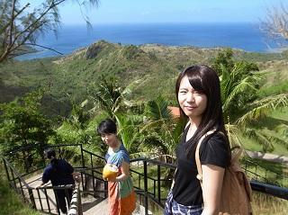 グアム南部を観光する学生