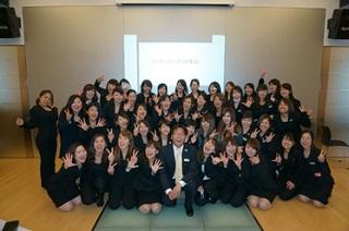 発表後に記念写真 前列中央 ブライダルコーディネート担当 中村浩二先生