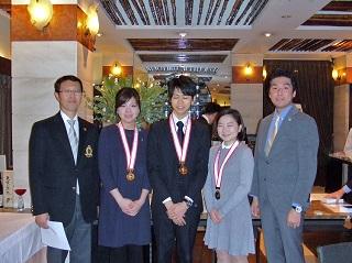 メダルを授与された参加者たち
