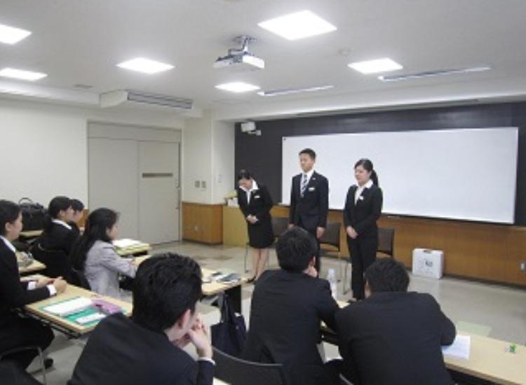 模擬面接 学生も面接官になりきりグループ面接を体験します