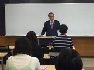 石塚校長より挨拶と心構えなどについてお話されました