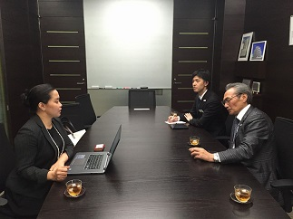 海外ホテル研修生制度についてこれまでの経緯を話す石塚理事長