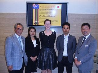 左より石塚理事長、江口先生、マクファドンさん、岡山さん、武内副校長