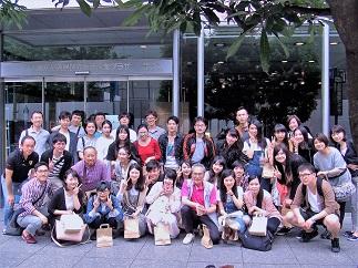 外国人留学生バスツアー参加者の集合写真