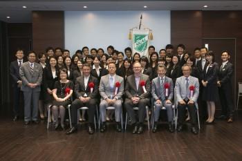 Skal Club of Tokyo役員と学生らの集合写真