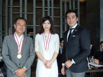 メダルを授与された初参加者