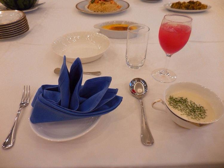 パーティのテーブルセッティング