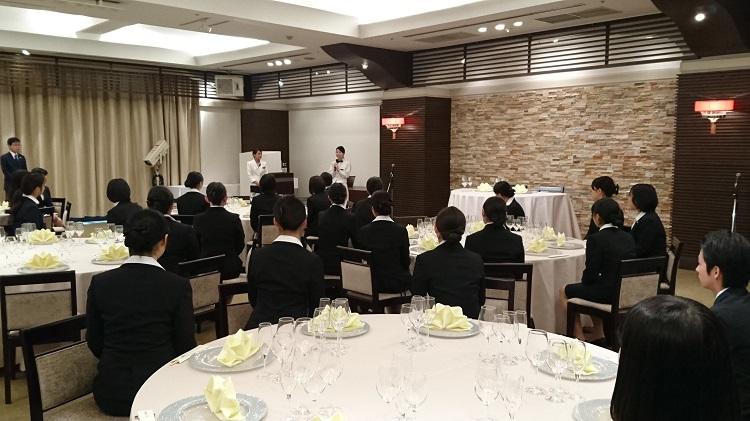 八芳園で活躍する卒業生の講話