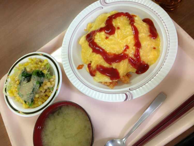八芳園の社員食堂で一番好きなオムライス!卵がトロトロです。