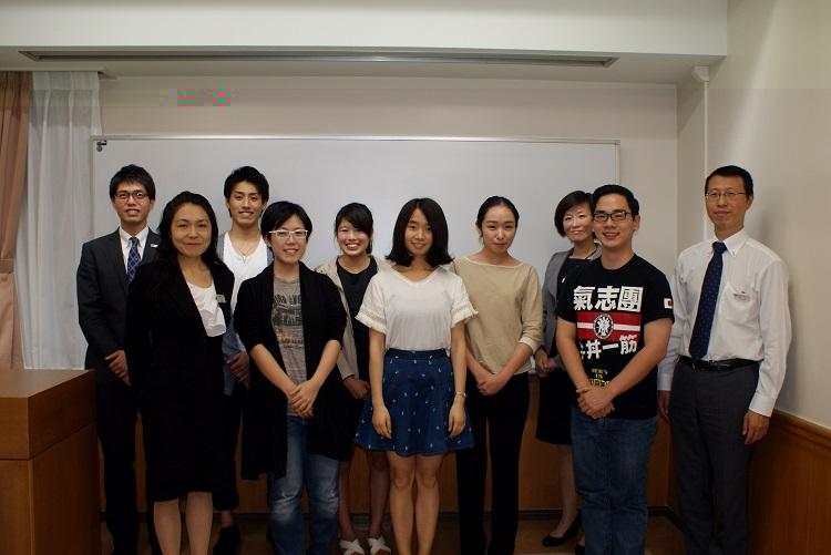 日本語部門参加者と審査員の教職員(2)