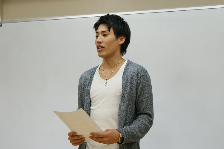 弁論を発表する弁士 日本語部門