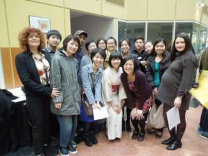 編入英語クラスの仲間と記念撮影 さまざまな国からの留学生と一緒に