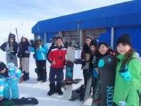 スノーボードをしにMt. Bullerに集まった人々