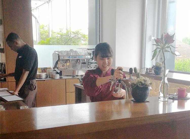 山澤 志穂さん(昼間部英語専攻科卒)
