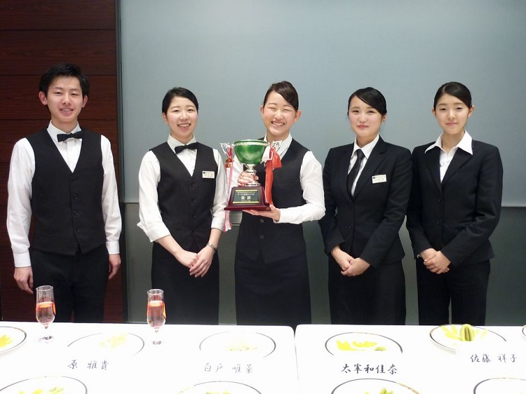 HRS本大会出場者/左から川上さん、升澤さん、小島さん、高橋さん、中村さん