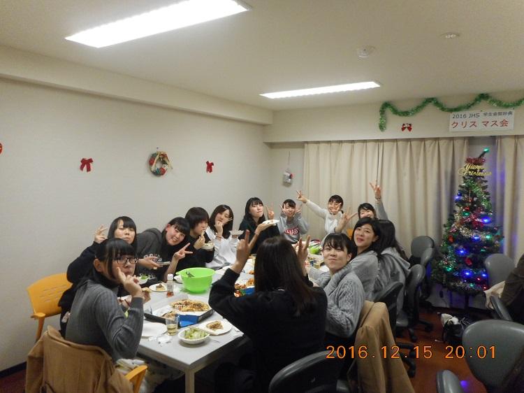 クリスマスパーティで学生同士交流を深める