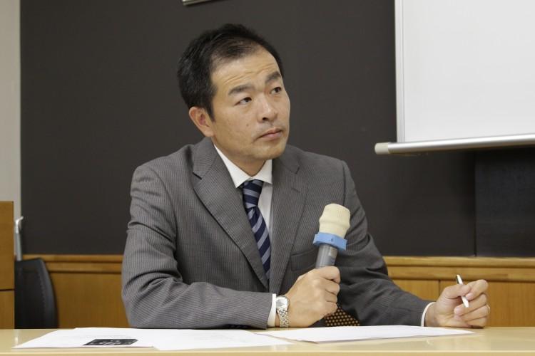 【ホテル】<br/>グランド ハイアット 東京 人材開発部長 池田史郎様<br/>身嗜みの必要性、英会話の身につけ方のほか、「目的があれば辛いときもう一度頑張ろうという『核』となる。『情熱と目的』をしっかり持ってほしい」とアドバイス。