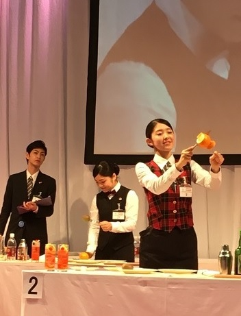 昼間部ブライダル科1年中村さんのパフォーマンス(予選)