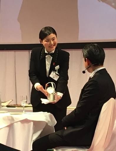 「ヤングプロフェッショナル部門」ホテルオークラ東京勤務 鈴木さんのパフォーマンス