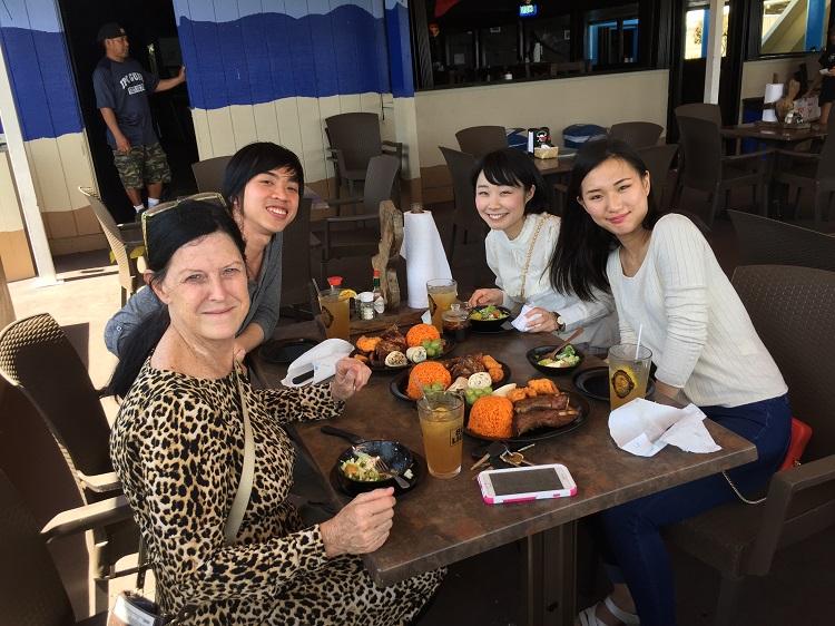 Karryさんとの昼食会(左手前からKarry Perez氏、レトオンさん、相川さん、宮澤さん)