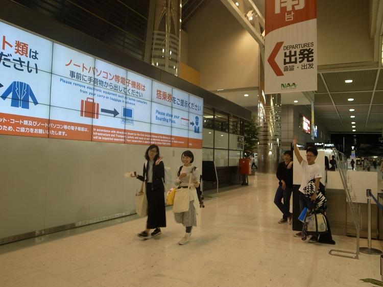 オーストラリアへ向けて出発 出国ゲート(成田空港)